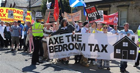 discretionary housing payment bedroom tax bedroom tax prompts four fold increase in money paid out