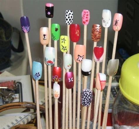 imagenes de uñas pintadas postizas un lio y variado muestrario de u 241 as postizas decoradas