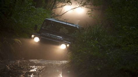 land rover off road wallpaper land rover defender off road wallpapers