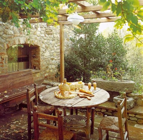 italian backyards 187 italian style outdoor dining areas the gardener s eden