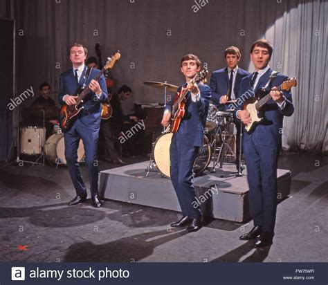 swinging blue jeans swinging blue jeans uk pop group in1964 from left les
