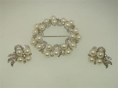 vintage richelieu faux pearl rhinestone pin earrings