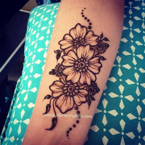 henna tattoo wall art 25 best ideas about henna on hena