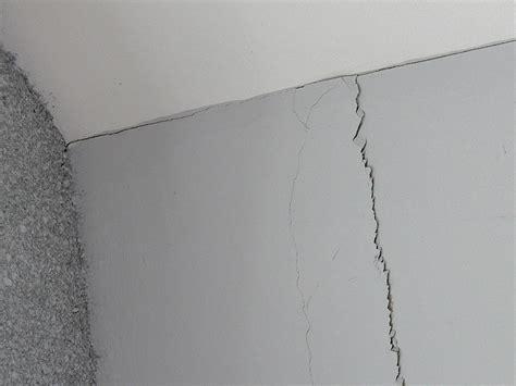 Neubau Risse Zwischen Wand Und Decke by Wandgestaltung Mit Knauf Easyputz Heimwerker Aktuell De