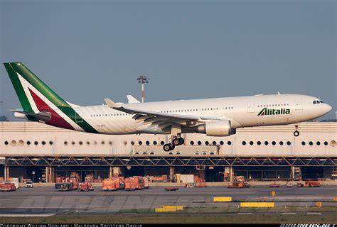 airbus a330 interni airbus a330 202 alitalia aviation photo 2652528