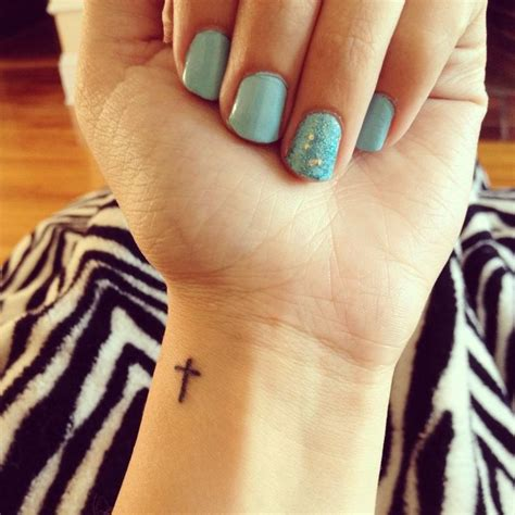 tattoo prices portugal as 25 melhores ideias de cross on wrist no pinterest