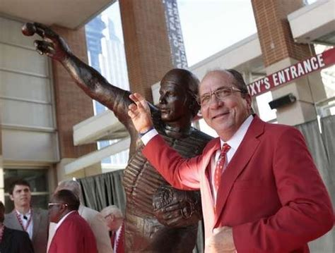 johnny bench statue bench statue great 2 17sep11 jpg 541 215 410 johnny bench