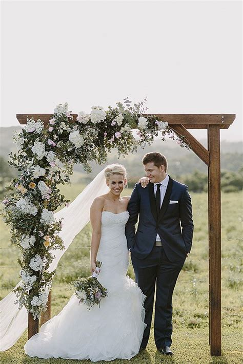 Wedding Arch Australia by Stunning Wedding Arch With Cascading Floral Arrangement In