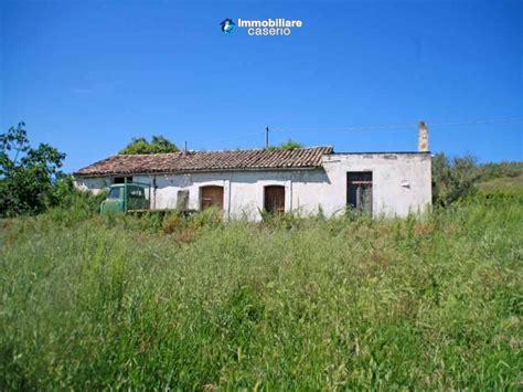 cottage italia cottage da restaurare in vendita con terreno vicino al