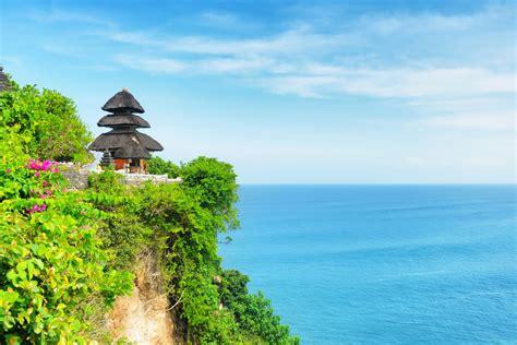 uluwatu temple in bali asia green resorts asia tour