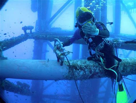 Offshore Welder by Underwater Welding Photos Engineering At It S Best