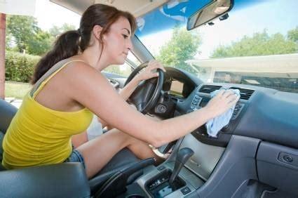 prodotti per pulire tappezzeria auto lavare sedili auto manutenzione automobile