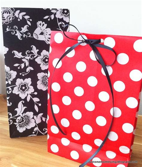 Make A Gift Bag Out Of Wrapping Paper - 28 awesome crafts to make with leftover wrapping paper