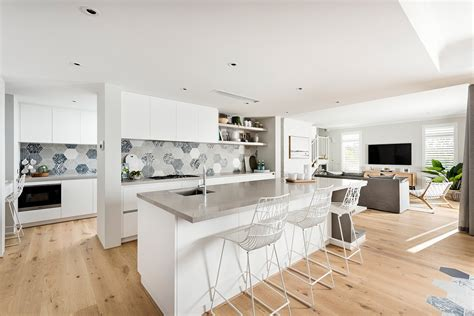 hamptons style kitchens  maker