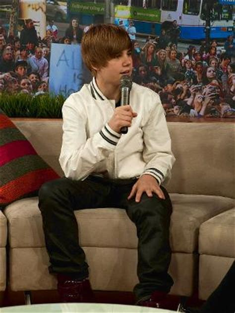 justin bieber couch no repeat crush of beliebers for justin s sunrise gig