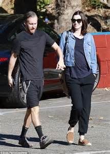 anne hathaway and husband adam shulman step e online anne hathaway and husband adam shulman pictured after