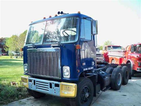 gmc semi truck gmc astro 1984 daycab semi trucks