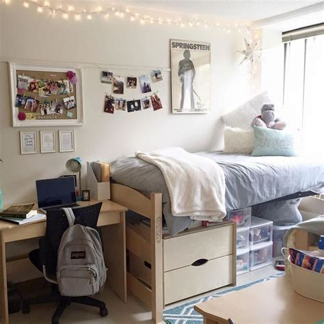 College Bedroom Essentials 25 Best Ideas About Room On Dorms Decor