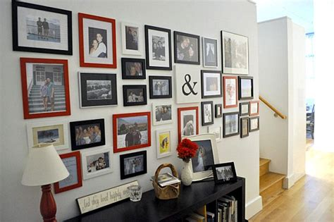 how to design a gallery wall helpful hints for displaying family photos on your walls