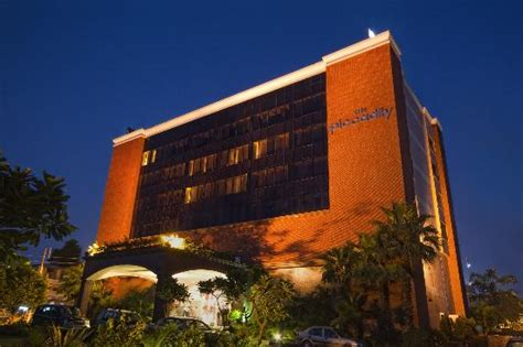 star hotels  lucknow  luxury hotels lucknow list