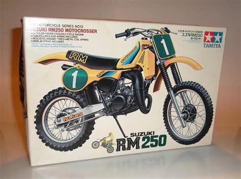 model motocross 1982 suzuki rm250 tamiya model kit full floater suzuki
