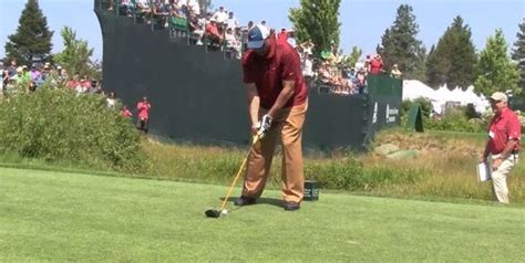 one handed golf swing charles barkley debuts one handed golf swing finishes