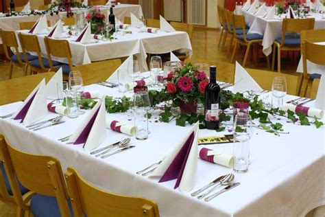Deko Für Die Hochzeitsfeier by Tischdeko Quadratischer Tisch Hochzeit Bestseller Shop