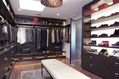 le meuble chaussure design organise de petites expositions