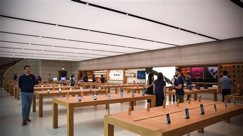apple x singapore photos southeast asia s first apple store launched