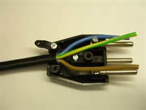 le mit stecker elektrostecker anschliessen reparieren elektricks