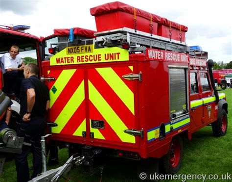 cleveland rescue nx05 fva cleveland and rescue land rover defender water uk emergency vehicles
