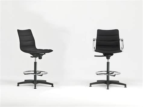 sgabelli regolabili sgabelli regolabili per il workplace creativo wow