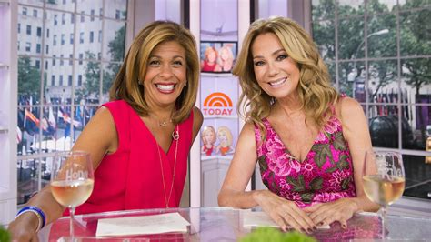 kathie lee gifford creams kathie lee and hoda ask do you worry about your kninkles