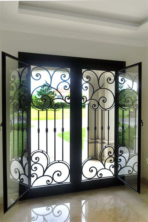 puerta de hierro forjado  postigos de vidrio