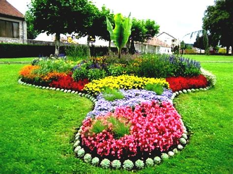 small flower bed ideas front yard flower bed ideas small garden spring woodpaper