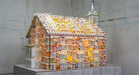como hago una maqueta con material reciclable maqueta de una iglesia creada con envases de medicamentos