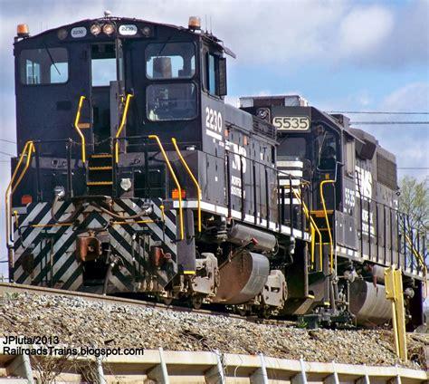 backyard railroad locomotives railroad freight train locomotive engine emd ge boxcar