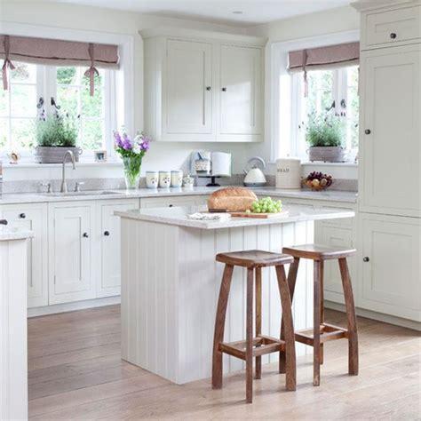 cottage style kitchen island 20 charming cottage style kitchen decors small kitchens