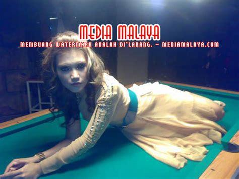Meja Billiard Malaysia pose maut elyana di meja pool