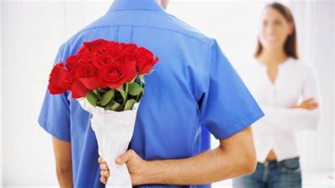 fiori per farsi perdonare lui regala fiori per deve farsi perdonare diredonna