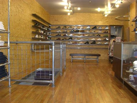 bench retail kee lite bench and railing in retail store simplified
