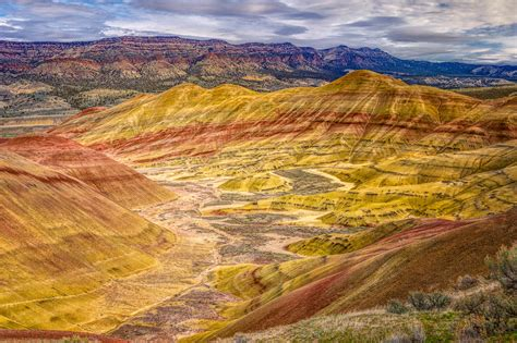 the colorful painted hills unit of the john day fossil beds