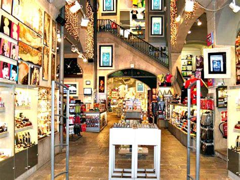 libreria europa maglie souvenir da comprare barcellona viaggiamo