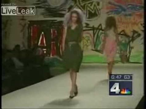 funny news reader cannot stop laughing at model falling model falls twice on catwalk wearing high heels see if