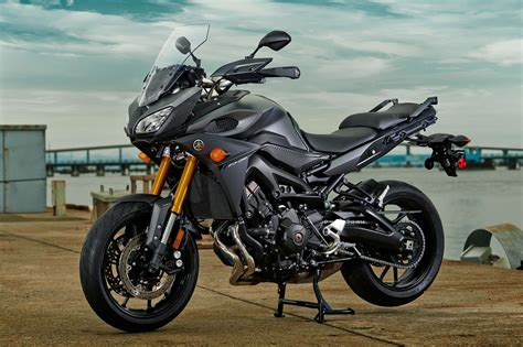 budget motorcycle 2015 yamaha fj 09 three cylinders of budget touring