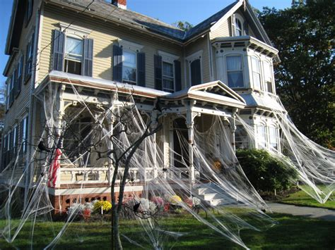 Halloween Decorated Homes by Halloween Decorations Spiders Amp Web To Spook Up Everyone