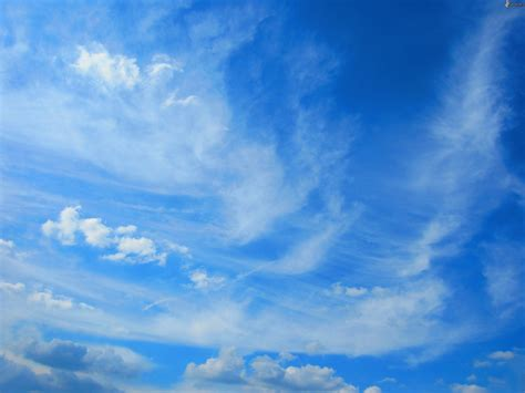 imagenes de nubes sin fondo cielo azul