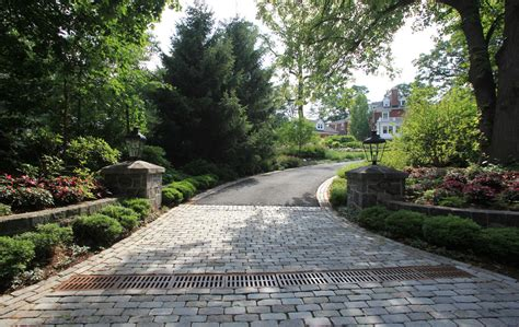 hill driveway design driveway entrance short hill with block stones