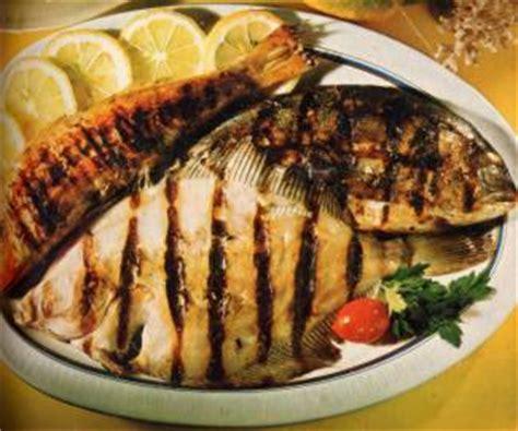 cucinare pesce alla brace pesce alla griglia