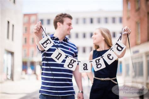 themes for engagement pictures 40 best engagement photo ideas everafterguide
